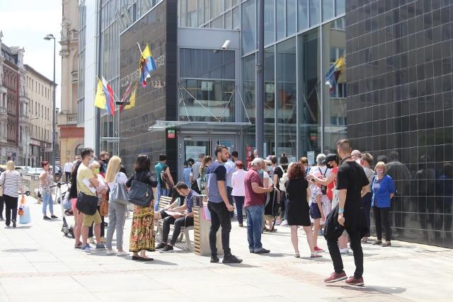 Kolejki do UM Katowice Zobacz kolejne zdjęcia. Przesuwaj zdjęcia w prawo - naciśnij strzałkę lub przycisk NASTĘPNE