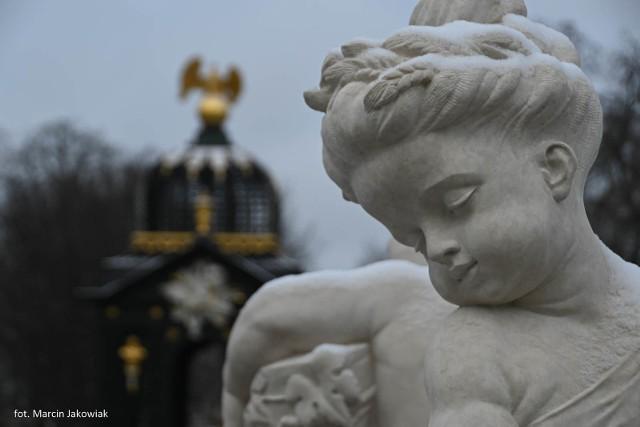 Pałac Branickich. Nowe rzeźby stanęły w fontannach Ogrodu Branickich
