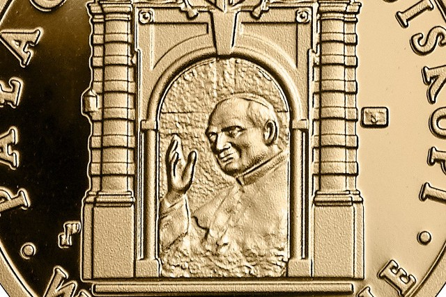 """Złota moneta """"Pałac Biskupi w Krakowie"""" - o nominale 100 zł - została wyemitowana w nakładzie 1200 sztuk"""