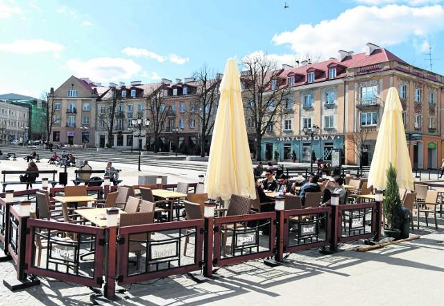 Pierwsze ogródki kawiarniane mają pojawić się na Rynku Kościuszki zaraz po świętach1 kwietnia ubiegłego roku można już było napić się kawy na świeżym powietrzu