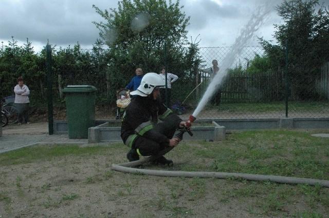 Symbolicznego odkręcenia kurka dokonali przedstawiciele władz województwa, powiatu i burmistrz Lubniewic. Po chwili dobra woda wytrysnęła z węża strażackiego.
