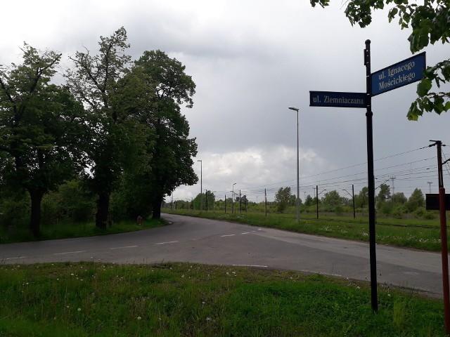 Na ulicy Mościckiego we Wrocławiu powstanie trasa rowerowa i chodnik.