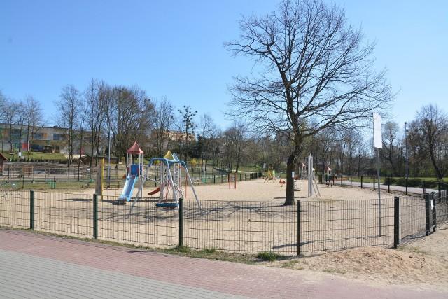 Z funduszy ubiegłorocznego Budżetu Obywatelskiego zrealizowano miasteczko rowerowe na Placu Przyjaźni (na zdjęciu) oraz plac zabaw i siłownie plenerową przy SP w Lutowie