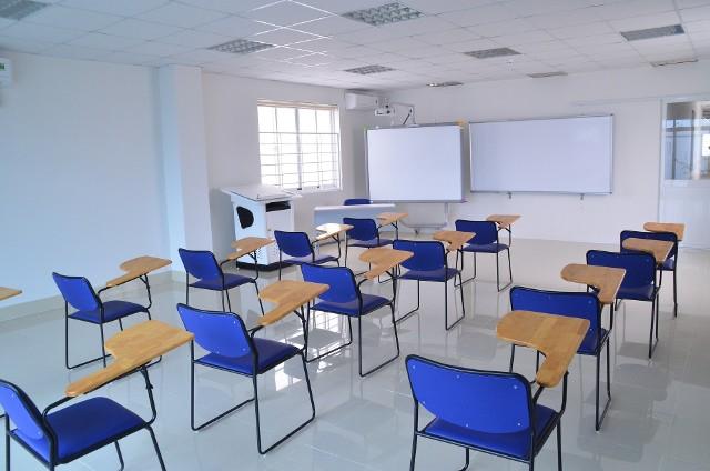 Wielkimi krokami zbliża się do nas ulubiony dzień w roku szkolnym prawie każdego ucznia! Mowa oczywiście o Dniu Wagarowicza. Jeśli wypada on w dzień powszedni, w ktorym to uczniowie powinni siedzieć w szkolnych ławkach, to nauczyciele usilnie szukają sposobu, by zatrzymać swoich podopiecznych w szkole. Jednakże nie zawsze się to udaje! Jakie zwyczaje związane są z Dniem Wagarowicza? Kiedy wypada to święto w 2020 roku?