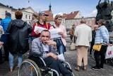 Posłowie za wyrównaniem pomocy dla rodziców niepełnosprawnych dzieci. Część dostałaby więcej pieniędzy