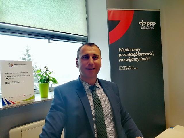 o warunkach pożyczki mówił Sebastian Mikołajczyk, specjalista do spraw pożyczek w Polskiej Fundacji PrzedsiębiorczościOddział w Kielcach.