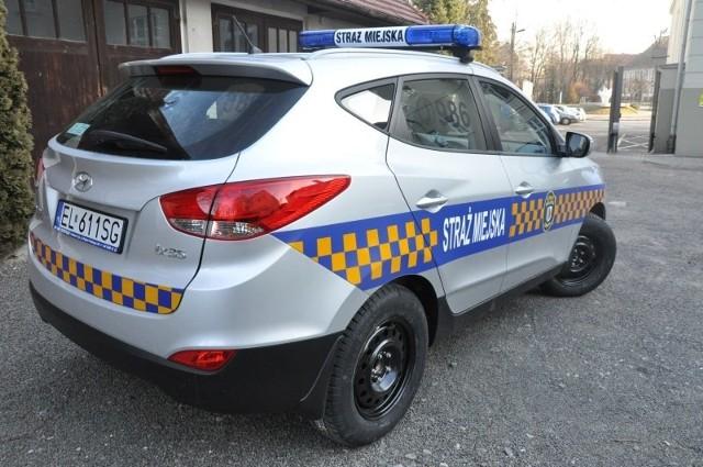 Tak wygląda nowy samochód Straży Miejskiej w Oleśnie. Jest to hyundai ix35, samochód typu SUV z benzynowym silnikiem o pojemności 1,6 litra i mocy 135 koni mechanicznych. Koszt - 65,9 tys. zł.