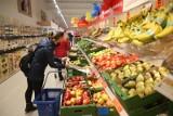 Zarobki w Lidlu i Biedronce w 2021 roku. Tyle zarabiają pracownicy popularnych marketów