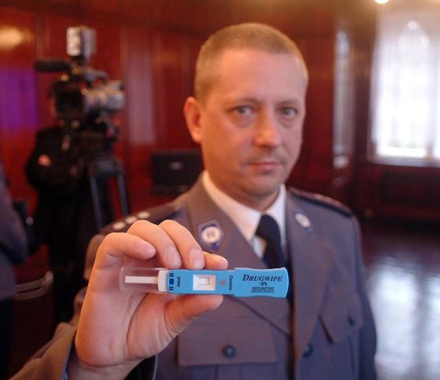 """""""Drugwipe"""" potrzebuje minuty, żeby ujawnić kierowcę pod wpływem narkotyków. Policjanci, którzy będą urządzeń używali, przeszli już szkolenie jak stosować testery."""