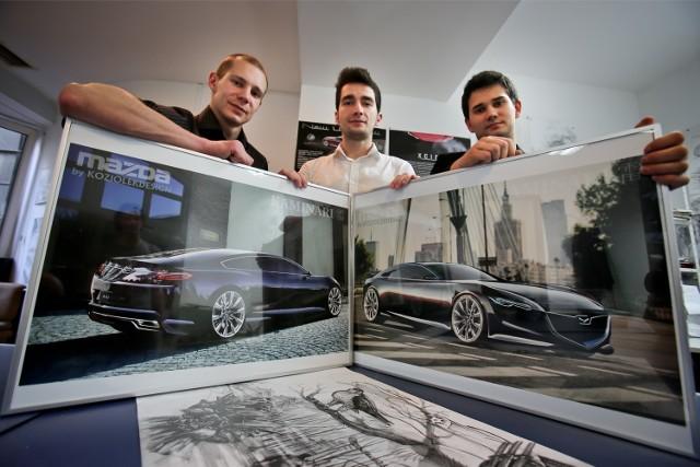 Projekt limuzyny Mazda zdobył wyróżnienie w konkursie organizowanym przez japońską markę. To tylko wizualizacja, być może prototyp auta nigdy nie wyjedzie na ulice, ale projektanci chcieliby zobaczyć je na drogach. Od lewej Michał Koziołek, Dawid Ozga i Adam Mally