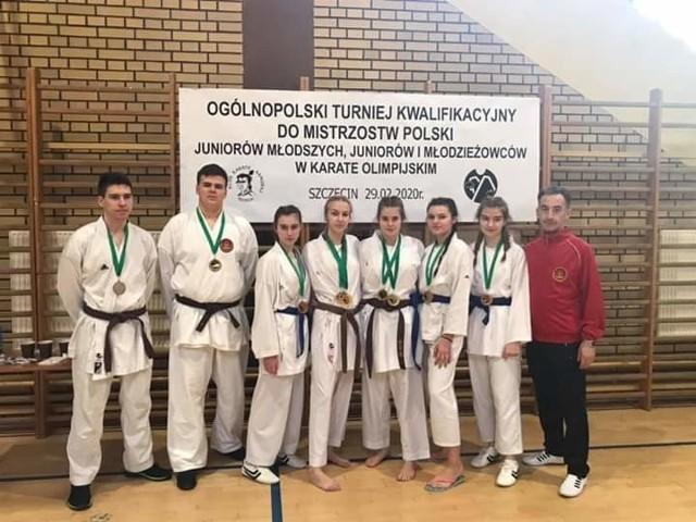 Utalentowani karatecy Łódzkiego Klubu Karate Shotokan z medalami