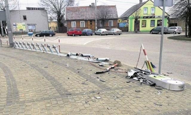 Ze stacji rowerowej koło kościoła praktycznie nic nie zostało. Rozjechał ją pijany kierowca.