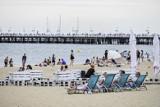 GUS: W porównaniu z ubiegłym rokiem wakacje nad morzem spędziło w lipcu i sierpniu br. o 14,3 proc. mniej turystów. Powodem koronawirus