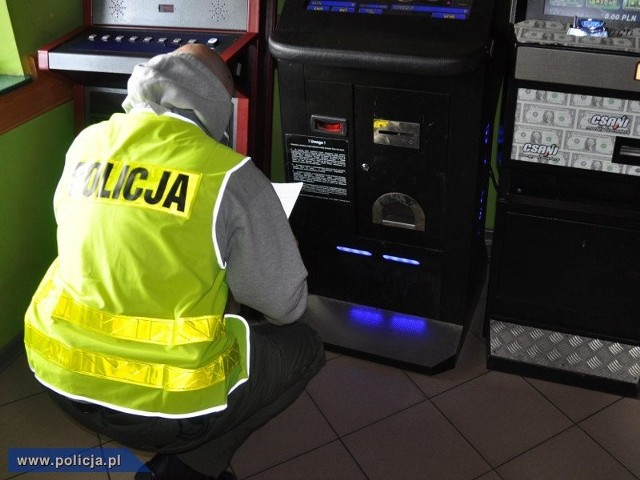 Funkcjonariusze policji weszli do punktów z nielegalnymi grami na terenie całej Polski.