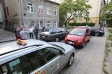 Akcja łódzkich taksówkarzy! Złapali kierowcę firmy Uber. Zastawili auto i wezwali policję [zdjęcia]
