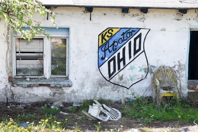 Są takie miejsca w Toruniu, które w potocznej mowie zyskały swoje własne, oryginalne określenia. Choć Jubilat już dawno zamienił się w POLOmarket, wielu torunian nadal używa starej nazwy sklepu. Podobnie jest z kilkoma innymi obiektami w naszym mieście. Poza tym w toruńskiej gwarze funkcjonują także slangowe określenia takie jak Meksyk, Czeczenia czy Ohio. Wiecie, gdzie są te miejsca? Tak nazywają je torunianie! Co dodalibyście do tej listy?