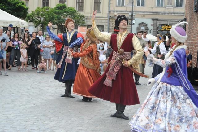 W ten weekend na Rynku Głównym taneczne spektakle baletu Cracovia Danza