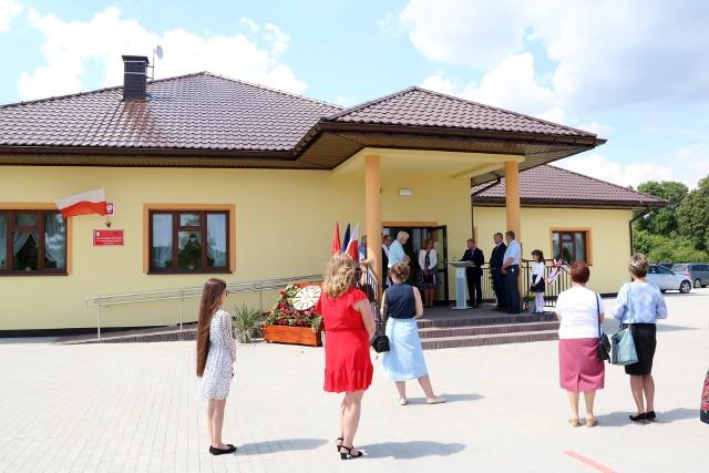 Budynek biblioteki w Antoniowie jest parterowy opowierzchni wynoszącej 450 metrów kwadratowych