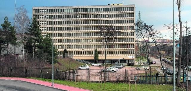 Biurowiec Chemaru przy ulicy Olszewskiego chce zająć Kielecki Park Technologiczny.