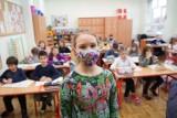 """Szkoły obawiają się powrotu starszych uczniów do stacjonarnej nauki. """"Zachowanie reżimu sanitarnego to będzie fikcja"""""""