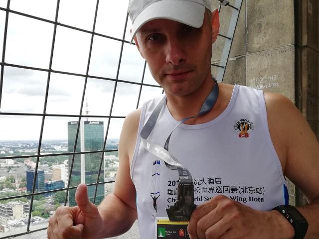 Jarosław Piechota należy do czołówki biegaczy po schodach
