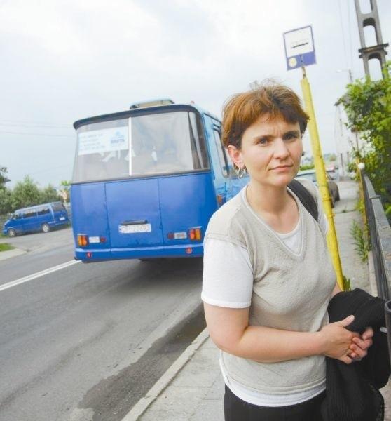 - To dobrze, że ten autobus jednak będzie jeździł - cieszy się pani Anna, jedna z pasażerek.