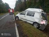 Kolizja na trasie nr 21 Bożanka - Dretyń. Kierowca jechał za szybko i wypadł z drogi