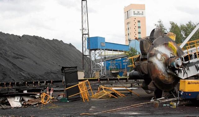W kopalni Brzeszcze na zwałach zalega obecnie 600 tys. ton węgla. W 2014 roku w kopalni wydobyto 900 tys. ton, a można by nawet 2 mln, tyle że nie ma takiego zapotrzebowania