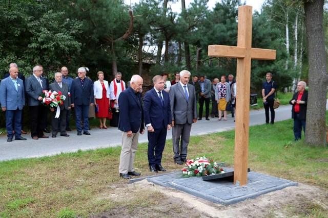 Przy krzyżu w Żabnie, gdzie był sowiecki obóz
