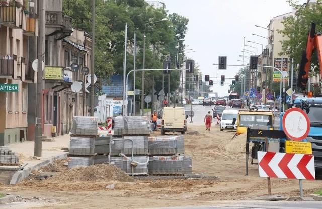 Podobnych jak na ulicy 25 Czerwca obrazków i utrudnień możemy spodziewać się na ulicach Zbrowskiego i Szklanej.