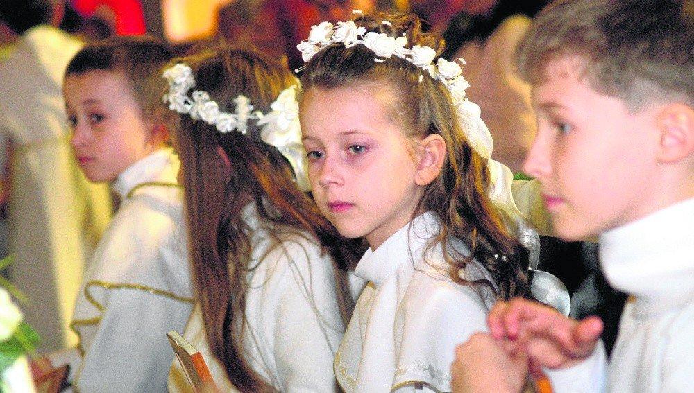 73ffa405d7 Kościół katolicki przesunął w Polsce czas przyjmowania pierwszej  Eucharystii o jeden rok. Teraz pierwsza komunia