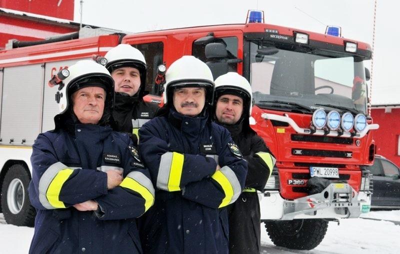 Strażacy z Kopanicy cieszą się ze swego nowiutkiego pojazdu wartego 716 tys. zł. - Za naszej kadencji pewnie już drugiego takiego nie będzie - sugerują zgodnie.