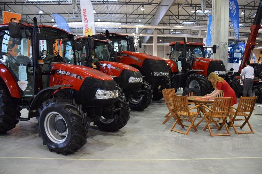 Rolnicy wybierają teraz chętniej używane ciągniki. Wyniki kwietnia 2016 [grafika]