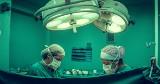 Nagie zdjęcia lekarzy zwracają uwagę na poważny problem. Niemieckim lekarzom brakuje sprzętu. Tak wygląda ich nagi protest