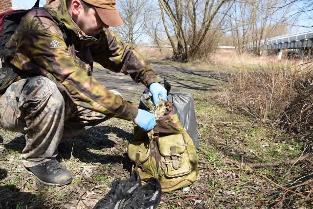 Każdy może przyłączyć się do akcji sprzątania brzegu Wisłoka. Jedynym warunkiem jest posiadanie rękawiczek, worków na śmieci i prowiantu. Akcja zakończy się wspólnym piknikiem. Wspólne sprzątanie brzegu Wisłoka w okolicach Kopca Konfederatów Barskich w Rzeszowie potrwa do godz. 18.00.