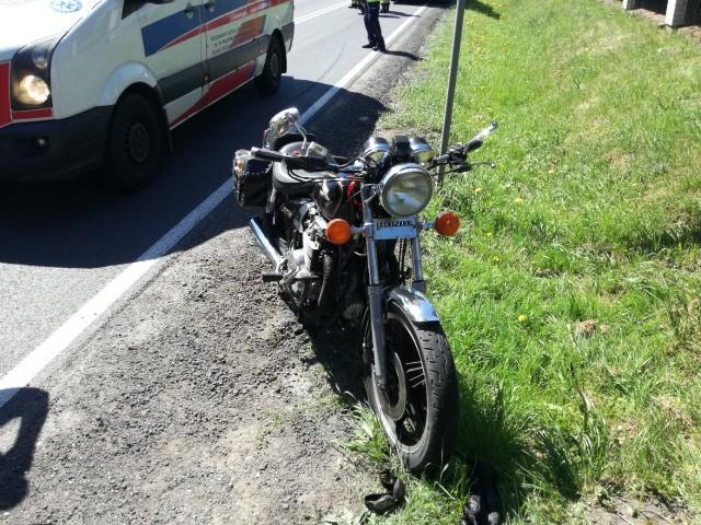 Do wypadku doszło przed godziną 12 na skrzyżowaniu drogi krajowej 55 w miejscowości Dusocin (gm. Grudziądz). Motocyklista trafił do szpitala.