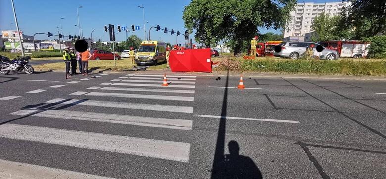 W wyniku zderzenia dwóch aut zginęła oczekująca na wejście...