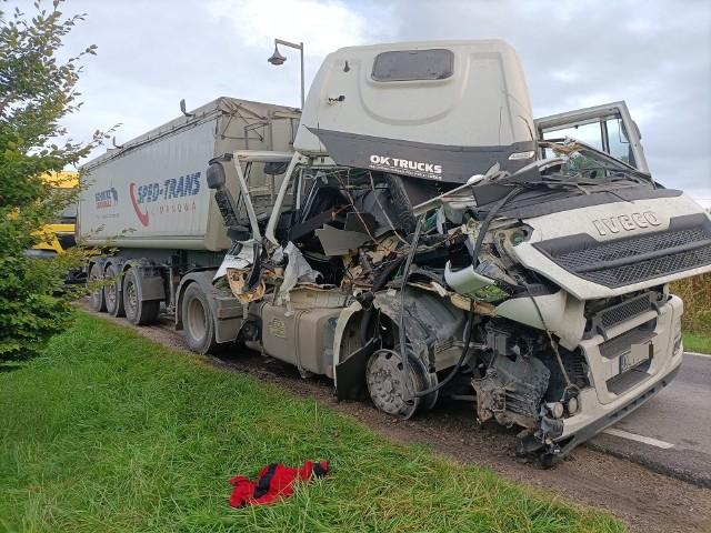 Groźny wypadek dwóch ciężarówek na drodze nr 8 pod Wrocławiem