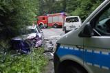 Wypadek w Osowie Lęborskim. 5.07.2021 r. Poszkodowani mężczyźni i dziecko w czołowym zderzeniu dwóch samochodów