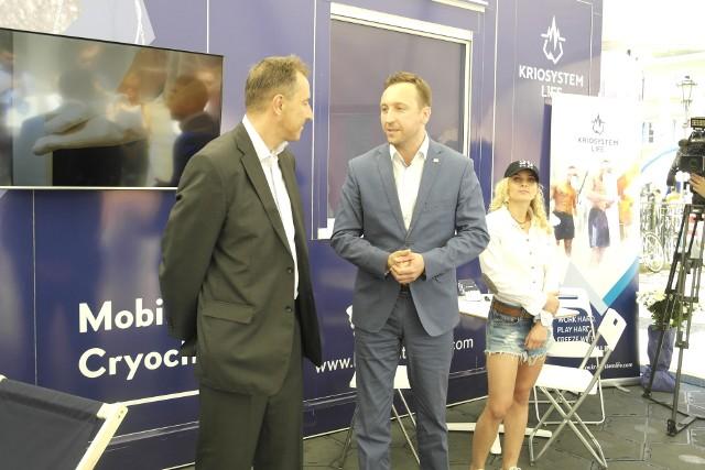 Mariusz Morski (z lewej) z Kriosystem Life w rozmowie z Marcinem Przychodnym, prezesem Komitetu Organizacyjnego The World Games 2017