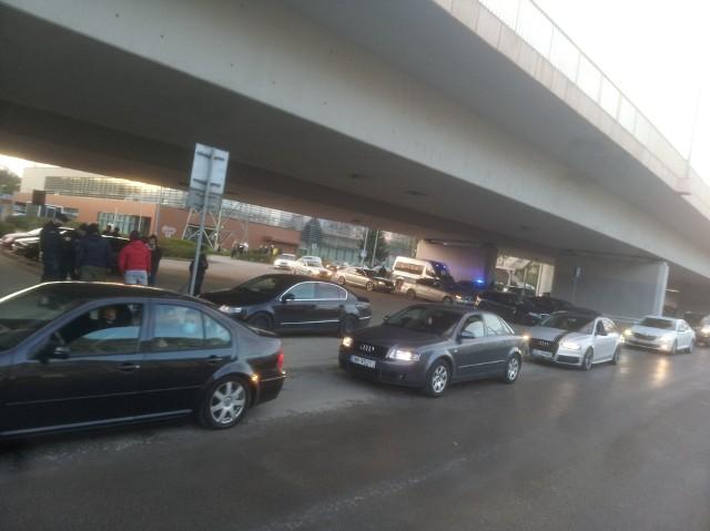 Zlot samochodowy pod mostem Milenijnym 25.04.2021