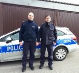 Policjanci z Niepołomic uratowali kobietę z dzieckiem z płonącego domu