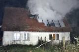 Płonął dom. Ogień zauważył sołtys Pińska i wezwał pomoc [zdjęcia]