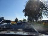 Ogromny korek na Półwysep Helski (15.08.2020). Utrudnienia zaczynają się w Widlinie. Na wakacje do powiatu puckiego ciągną setki samochodów