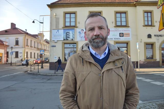 Leszek Stabrawa ze Stowarzyszenia Reaktor B7 uważa, że miasto zwleka z egzekwowaniem zapisów uchwały krajobrazowej