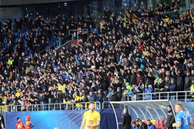 Fani futbolowych drużyn od lat sympatyzują lub nie lubią się z kibicami innych zespołów. Jak to wygląda w przypadku najpopularniejszych klubów z województwa lubelskiego? Sprawdźcie na kolejnych slajdach!