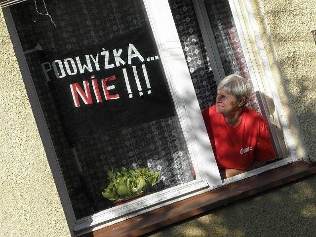 Czarne flagi w oknach u mieszkańców InowrocławiaCzarne flagi w oknach u mieszkańców Inowrocławia