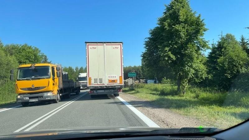 Tir w rowie w okolicach Katrynki