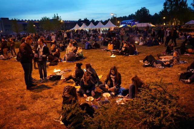 W środę rozpoczęło się Wielkie Grillowanie UAM. Organizowana na Morasku impreza tradycyjnie przyciągnęła setki studentów. W ciągu dwóch dni zagrają dla nich m.in. Pidżama Porno i O.S.T.R.Zobacz kolejne zdjęcie --->