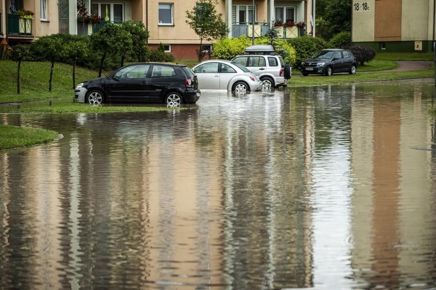 Ulewa nad Koszalinem. Utrudnienia, interwencje, zalane ulice
